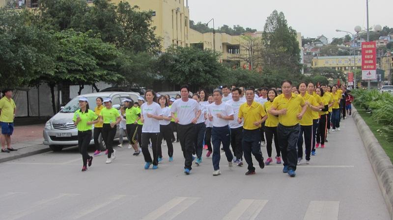 Ngày chạy Olympic thu hút đông đảo mọi người